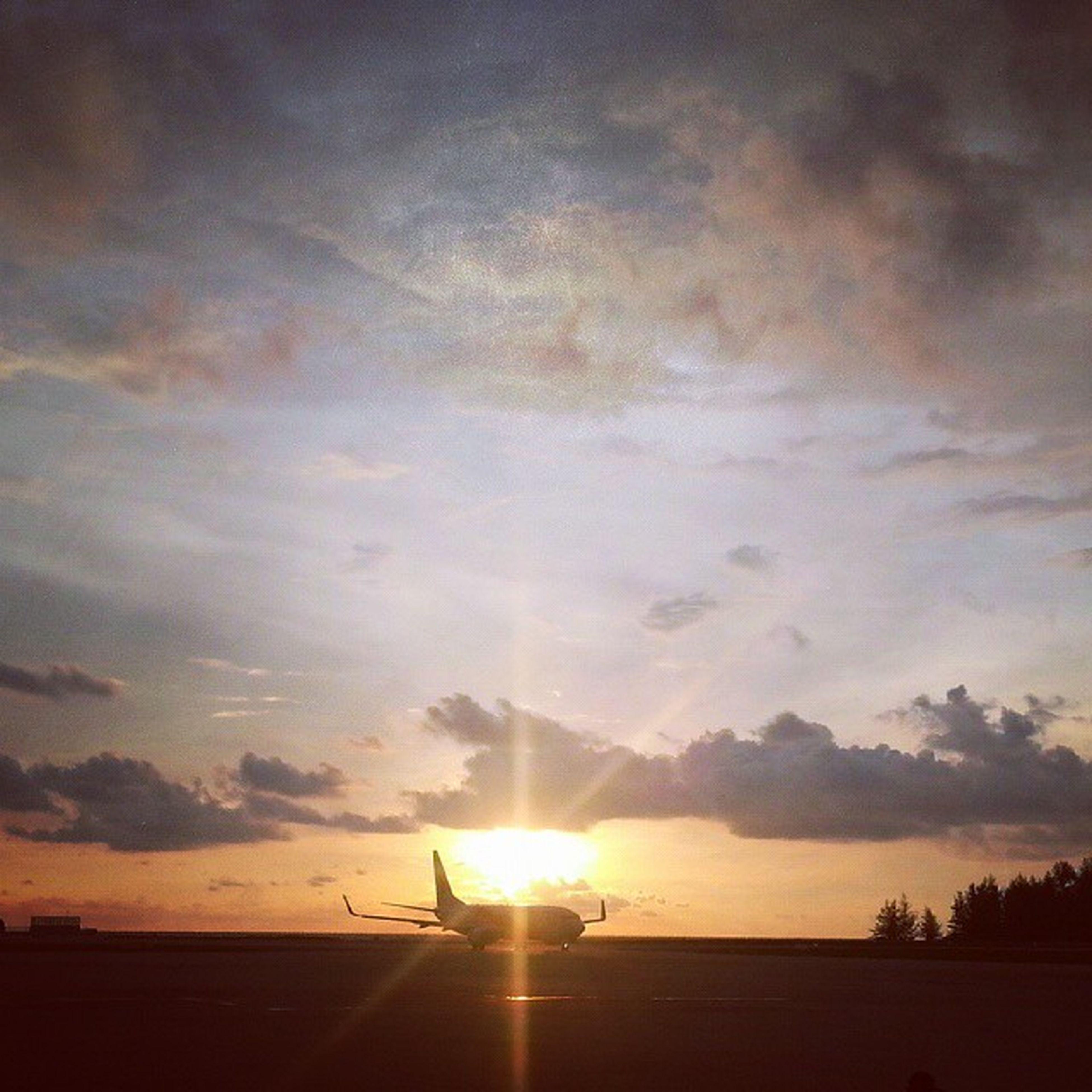 sunset, sun, sky, scenics, tranquil scene, tranquility, beauty in nature, sunbeam, silhouette, sunlight, orange color, cloud - sky, nature, idyllic, lens flare, landscape, sea, transportation, cloud, beach