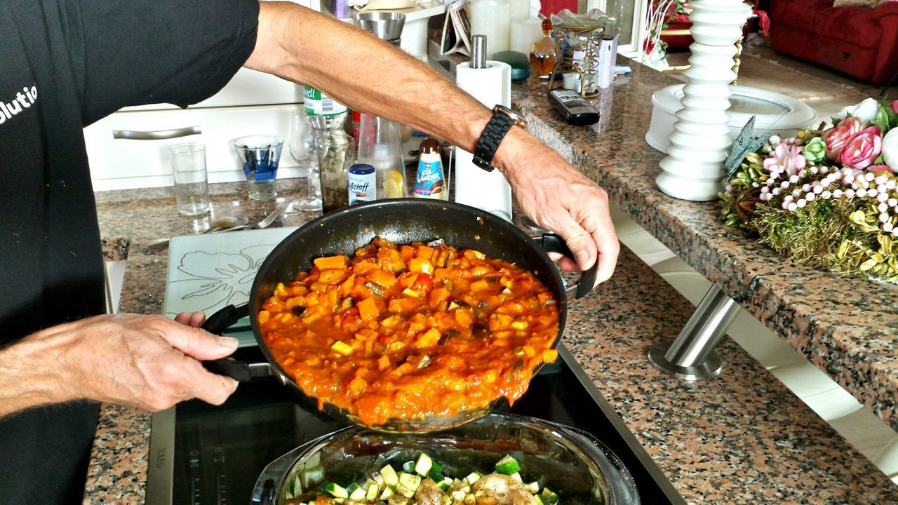 Pumpkin Curry Cooking At Home Pan Helping Hands Hands Of A Man Watch On Man's Arm Chicken Curry Pumpkin Chicken Curry Spicy Food Yummy Delicious Foods Feuerfeste Schale Healthy Food Home Cooking my hubby's Hands At Work, Curry Ragout Beliebte Fotos Chicken Filets Hand Arm Hands And Arms Open Kitchen Küchenbar Kochen In Offener Küche