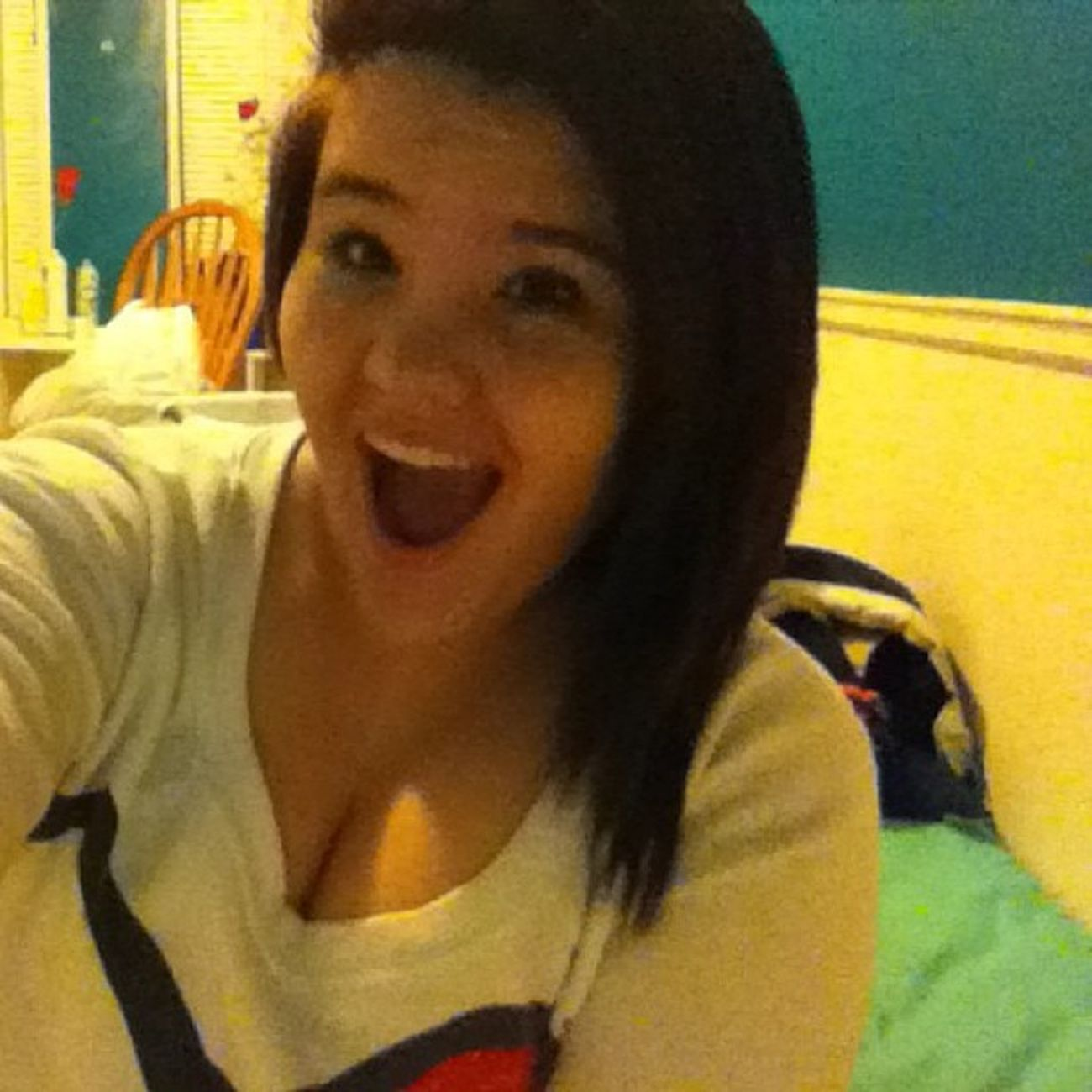What I do when I clean my room! Cleaningroom Weirdo LookingGood Haha ong im weird bored hatecleaning ugh argg