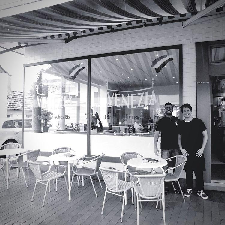 Eisdiele Venezia Ice Cream Shop Blackandwhite Owner das Personal wollte gern mit auf das Foto in Voerde