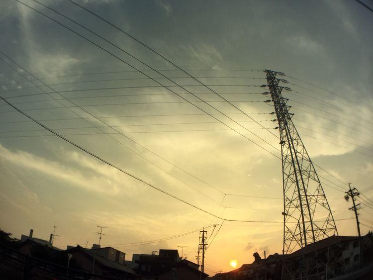 夕陽 夕焼け Sunset 空 Sky 雲 Clouds 鉄塔 Pylon 電線 Electric Wires 太陽 Sun 電柱 Utility Pole