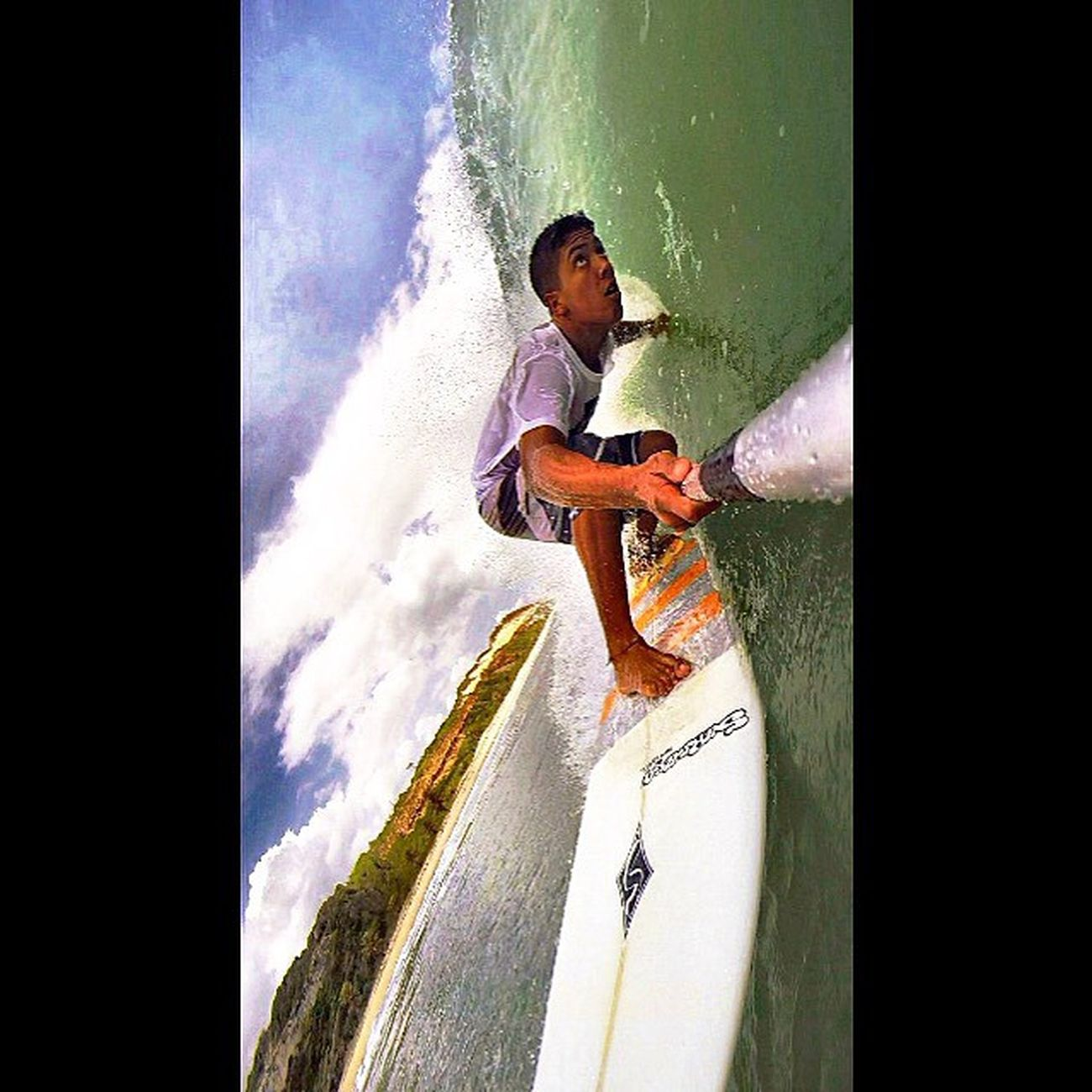A corda que nos prende as costas, Estilo de vida, sem briga sem buum, livre costas, Quente, na prancha no skate ou no para pente, Não importa, essa que sou parente!🌊🏄🙌🌴🍃🍀☀️🌀 Phototheday Goproselfies LiveTheSearch Gopro Allallauu Surf Storm Bigswell