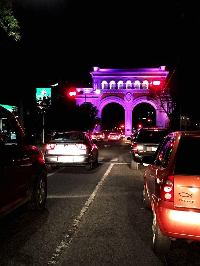 Mi ciudad bonita Illuminated Night Traffic Monument Disfrutando De La Vida City Street