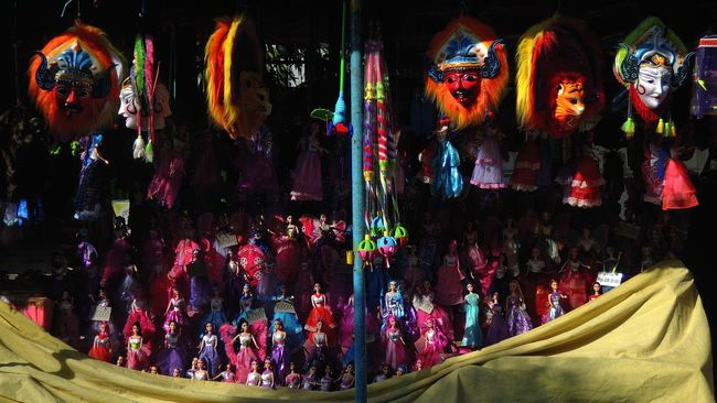 Hello World The Street Photographer - 2016 EyeEm Awards Street Photography Streetphotography Light And Shadow Urban Lifestyle Urban Exploration City Life Market EyeEm Best Shots Eye4photography  Colourful Colors Dolls