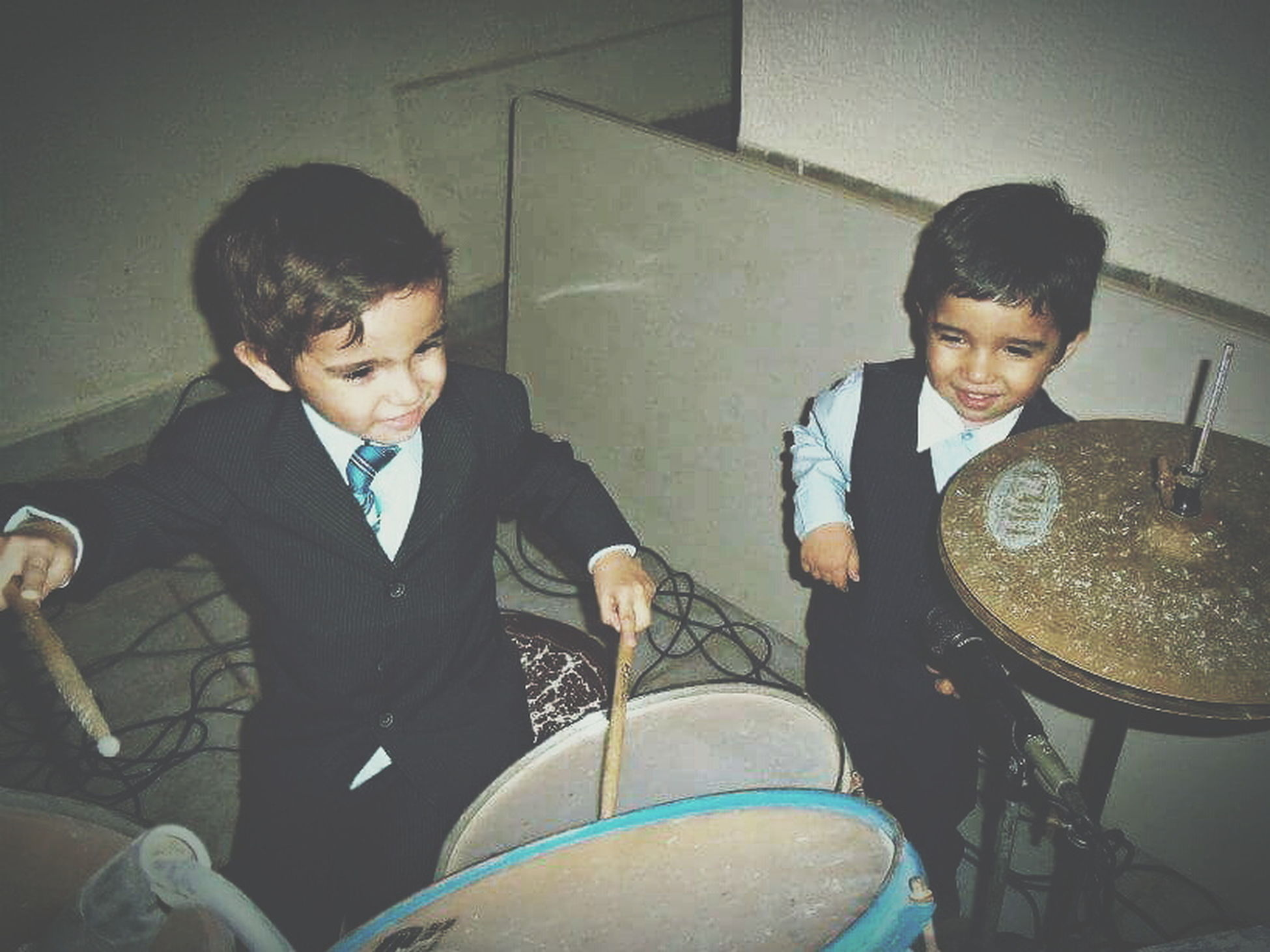 Childhoodunplugged Day Indoors  Arts Culture And Entertainment Enjoying Life Kids Being Kids Drummer Musician Kids Having Fun Music Children Drumstick Cimbal Drum - Percussion Instrument Party Teamwork Rock Stars Childhood Memories Playing Music Lifestyles Music Togheter Partners In Crime EyeEmNewHere First Eyeem Photo