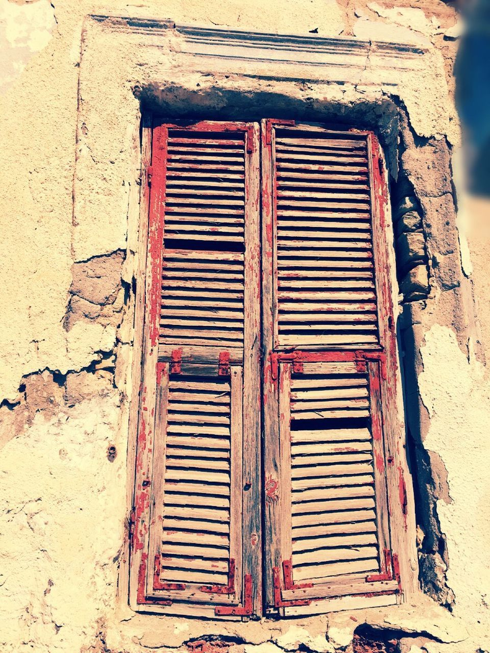 architecture, built structure, no people, weathered, day, outdoors, building exterior, rusty, close-up