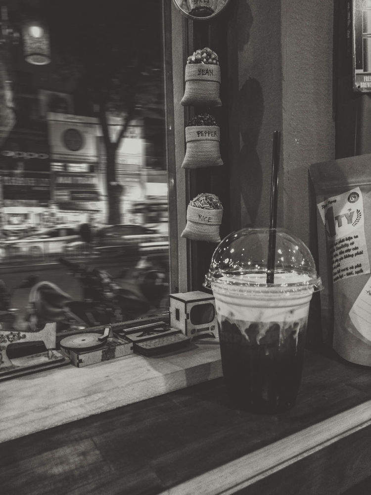Somewhere in SaiGon Monochrome Black & White Blackandwhite Teatime☕️ Drinking Hanging Out No People Close-up Indoors  Window Motion Blur Milkfoam Saigonlife EyeEmBestPics VSCO Photography Mobilephoto OpenEdit Oppof1s EyeEmNewHere Welcome To Black