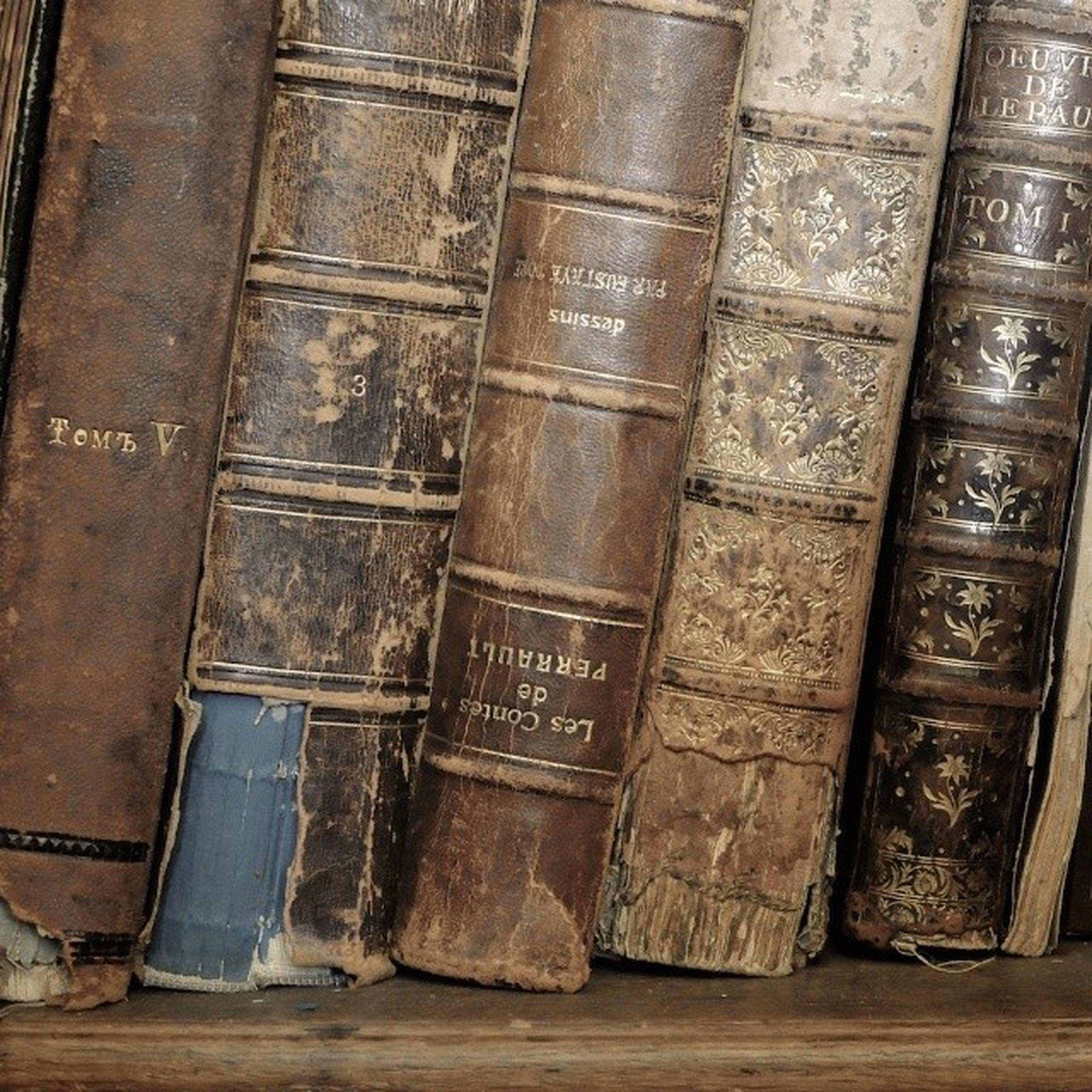 Ещё красивые корешки к Всемирному дню книги . денькниги Worldbookday books bibliopole spines antiques vintage