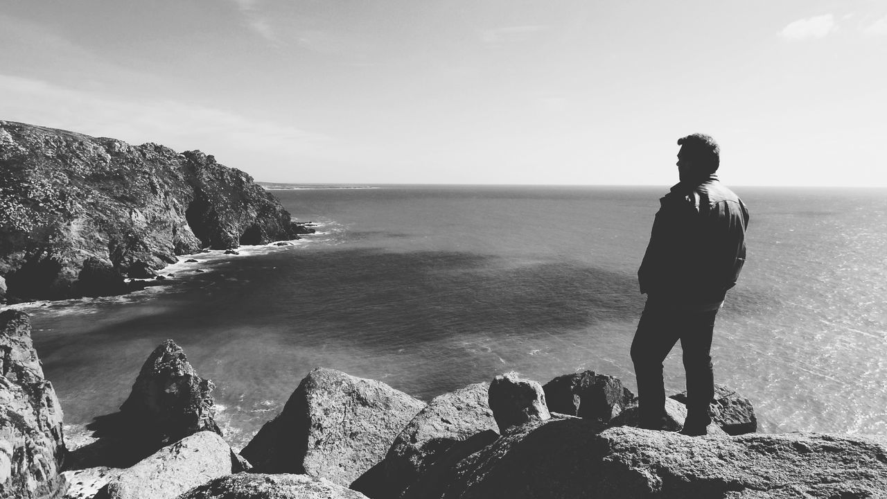 Sea One Person Rock - Object Horizon Over Water Standing Water Scenics Nature Portugal Oficial Fotos Colection EyeEm© My Self Real People Beauty In Nature Outdoors Men Day Monochrome Photography Monochrome People Scenic Lookout Scenic Landscapes Scenic View Black And White Black & White Neighborhood Map BYOPaper! The Great Outdoors - 2017 EyeEm Awards