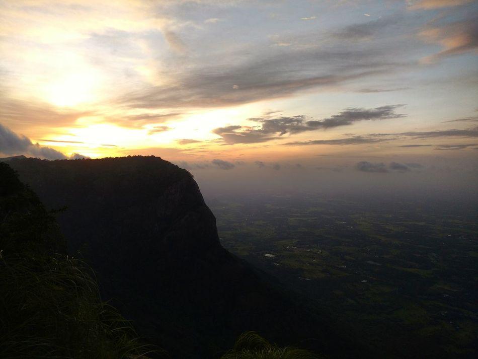 Nelliyampathy GodsOwnCountry Scenics Sunset Landscape Tranquility Cloud - Sky Seetharkundu Kerala_tourism Sunset Landscape Mountain Nature Majestic Cloud - Sky Outdoors Scenic First Eyeem Photo Travelphotography Travel
