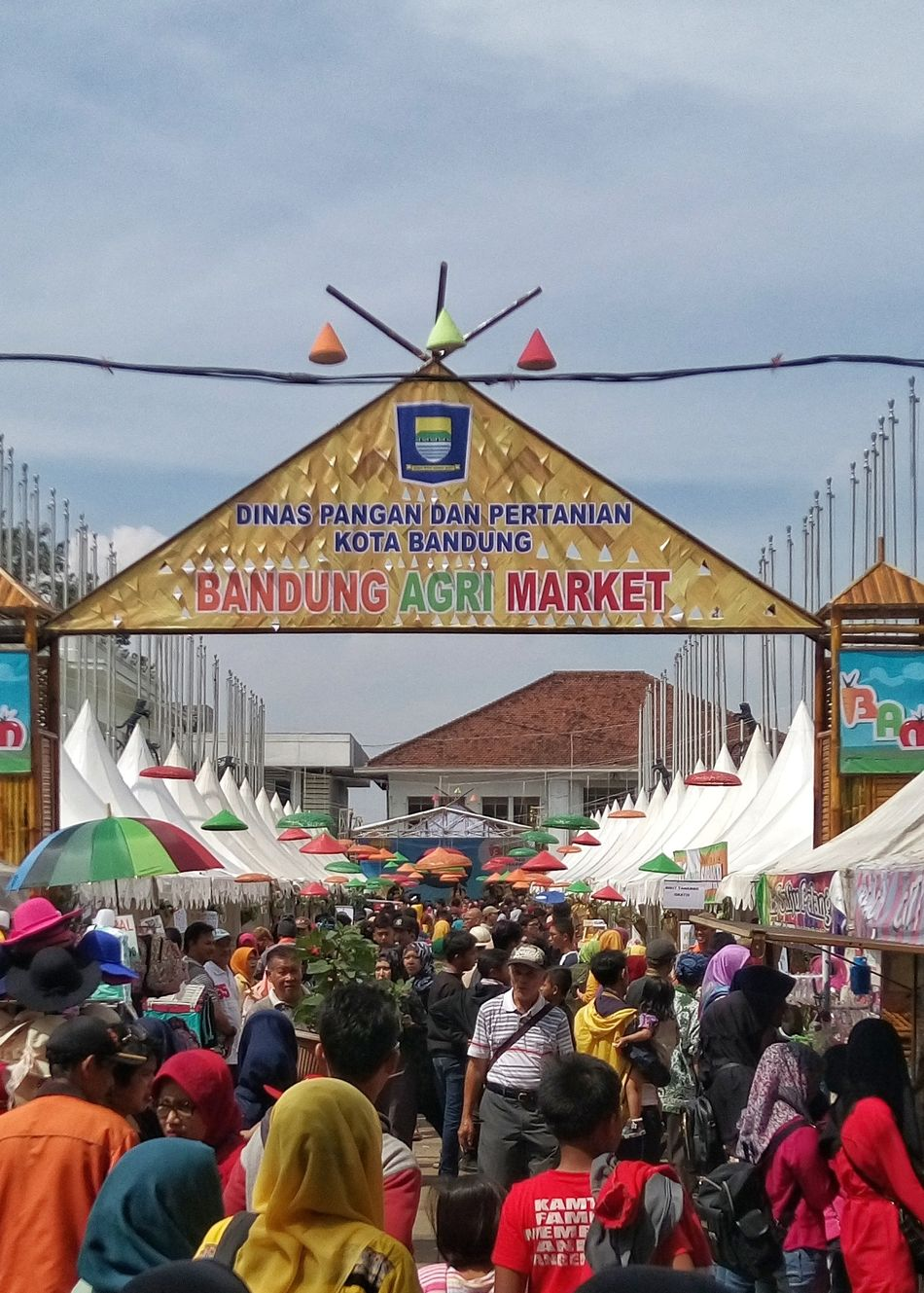 Bandung Agri Market a.k.a BAM Crowd Sky Large Group Of People City Leisure Activity Market People Outdoors Day Agriculture Streetphotography TakenWithExperia