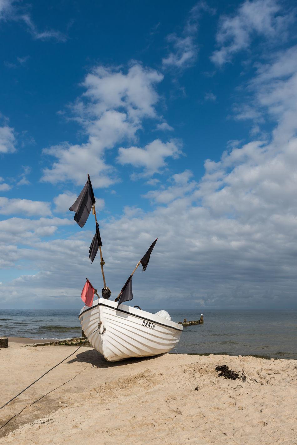 Fischerboot Deutschland Fischen Fischerboot Himmel Horizont  Keine Menschen Mecklenburg-Vorpommern Ostsee Sand See Spätsommer  Strand Ufer Usedom Wasser Wolken