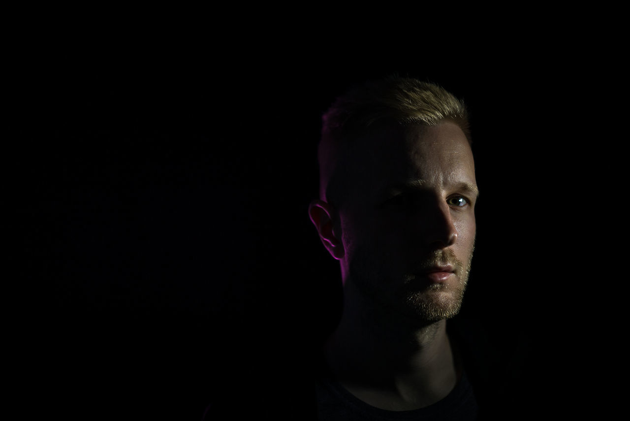 Selfie V4 Adult Adults Only Black Background Blond Hair Chiaroscuro  Close-up Headshot Looking At Camera One Man Only One Person Only Men People Portrait Studio Shot Young Adult Neon Life