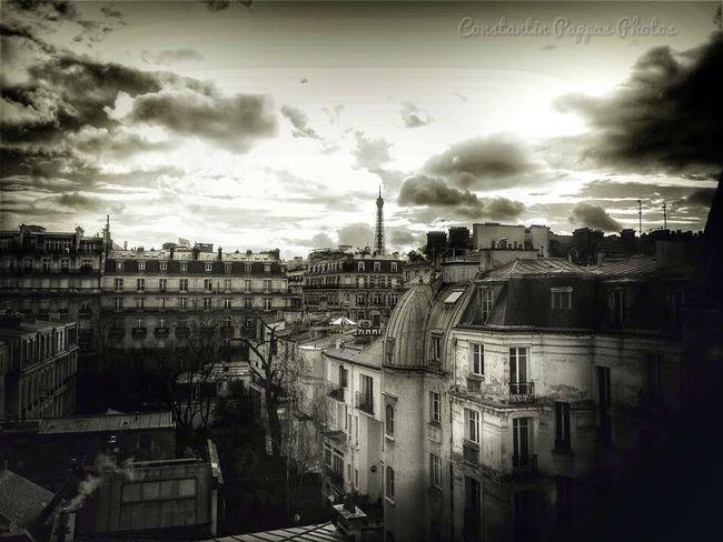 Sur les toits de Paris ... ❤️ Paris Roof Rooftop Toits De Paris Eiffel Tower Landscape Cityscapes