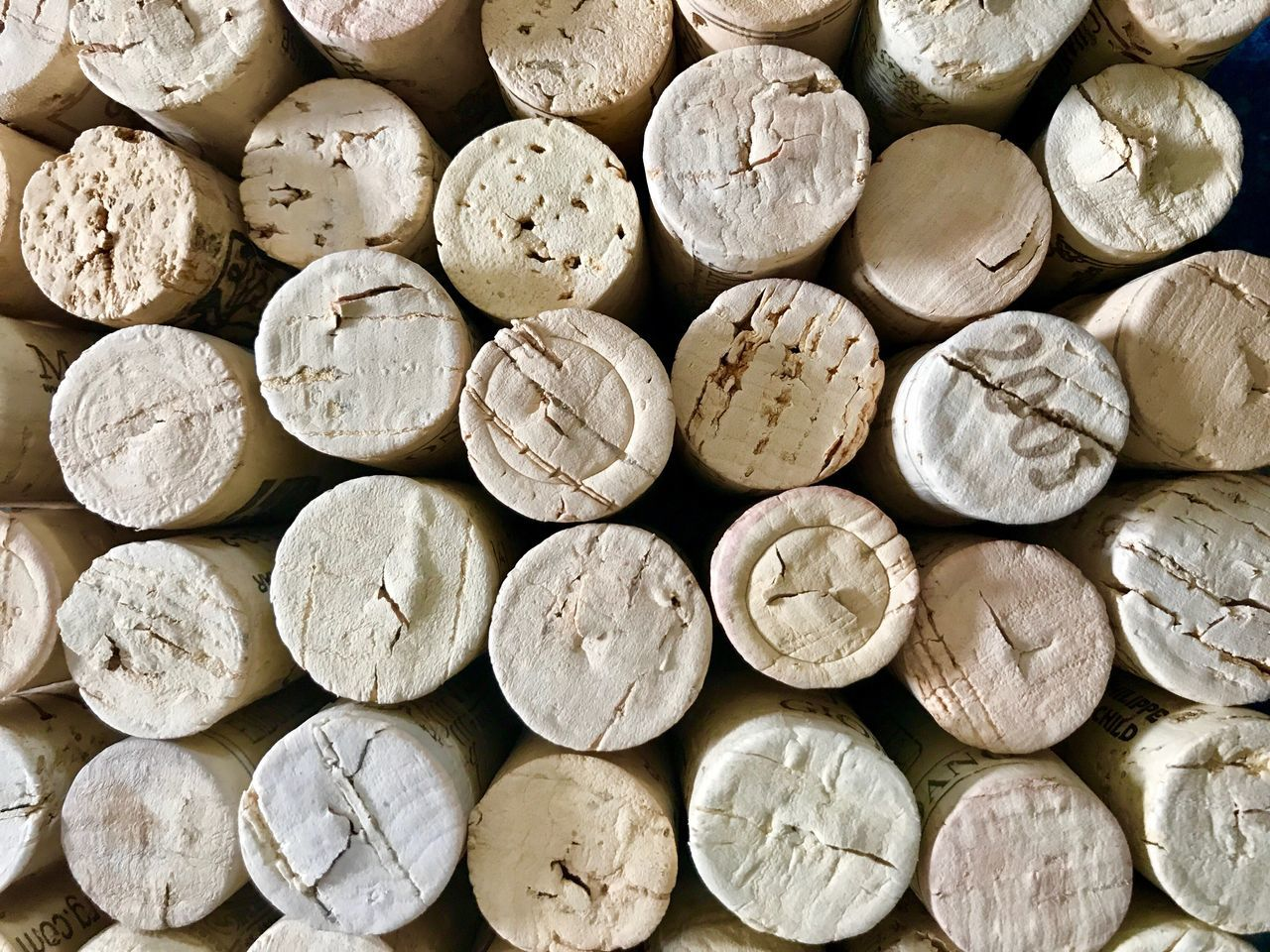 Wine Cork Cork - Stopper Backgrounds Textured  Full Frame No People Close-up Day Outdoors Vine - Plant Wine Cask Winetasting Textured  Wine Cork Indoors  Winery Arrangement Winemaking