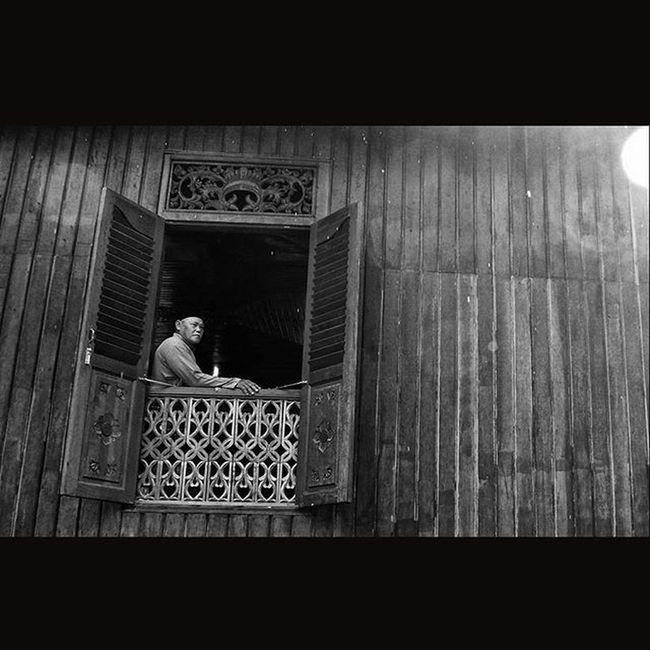 Disebuah Museum Replika Istana Damnah Daek Kab. Lingga Bunda Tanah Melayu. Dailylife Wonderfullkepri ExploreLingga Explorekepri Indonesia_photography Pewartafotoindonesia Natgeonesia 1000kata Photooftheday Thephotosociety Streetphotography Streetphotographers StreetLife_Award Streetphoto_bw Blackandwhitephoto Bw_indonesia Artphoto_bw Bnw_globe Bnw_worldwide Bestshooter_bw Monochrome Mirrorlesscamera Olympusomd EM10 Olympusomdem10 OlympusUK GetOlympus HIPAae HIPAsnap