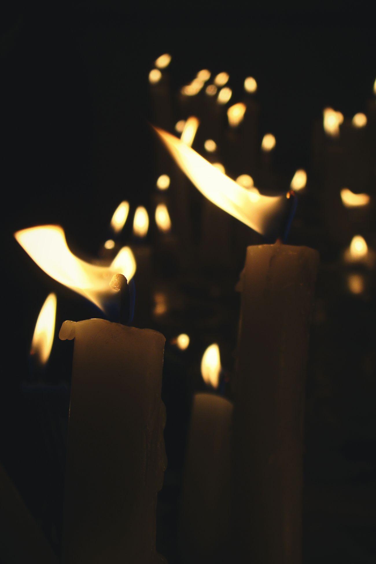 Liberate Velas Fuego Much Mucho Fuego Yellow Llamas Illuminated Flame Burning Candle Shiny Heat - Temperature No People Llama Iglesia Iglesia Del Cisne