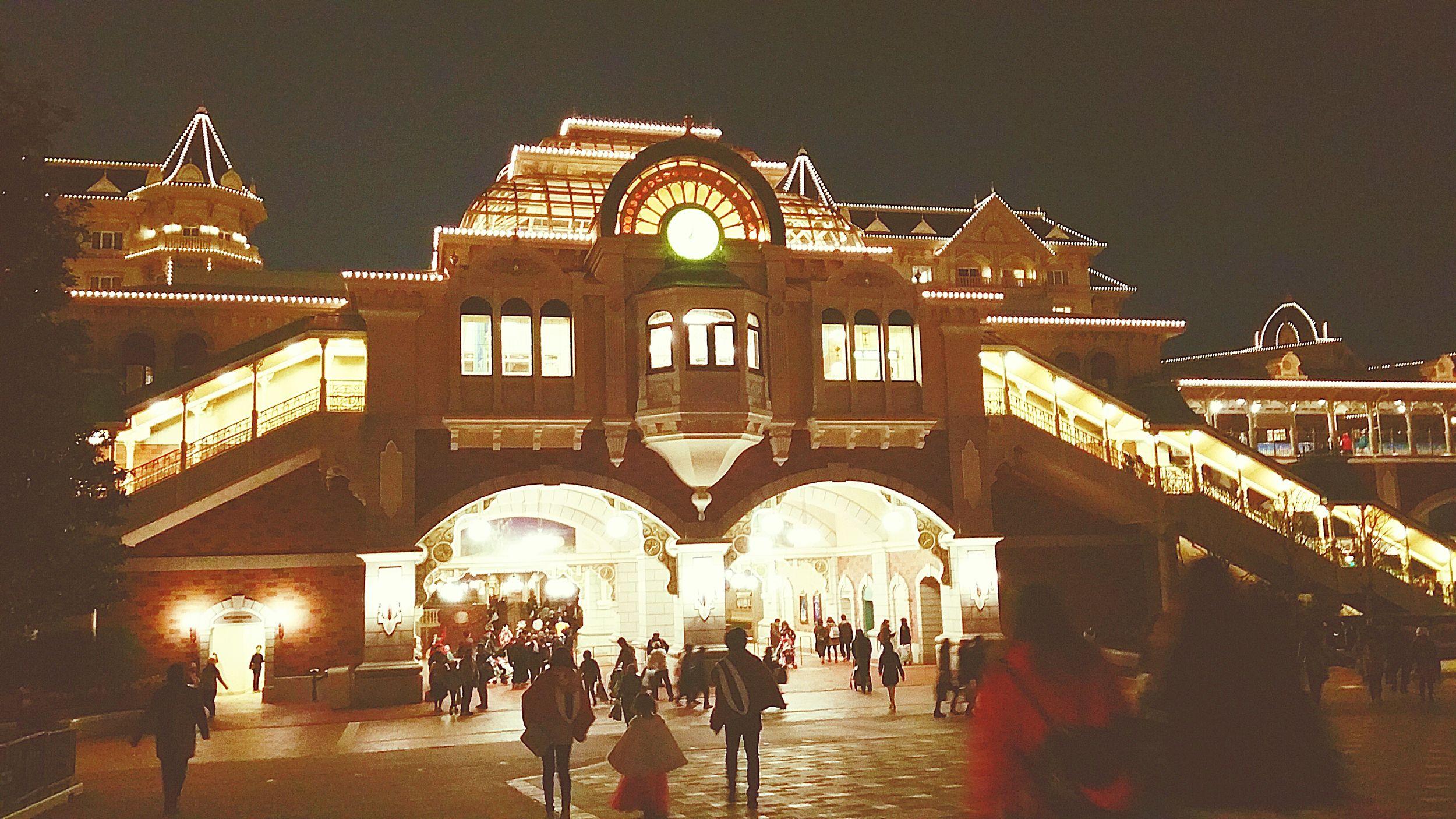 昨日、午後8時頃の東京ディズニーランド ステーション。もうすぐ春休みも終わりだね、みんな楽しかったかな?また行きたいね。 東京ディズニーランド TDR  TDL 東京ディズニーリゾート ディズニーリゾートライン Night Lights 夜景 また行こうね 楽しかったかな? 春休み Hello World 夢の国