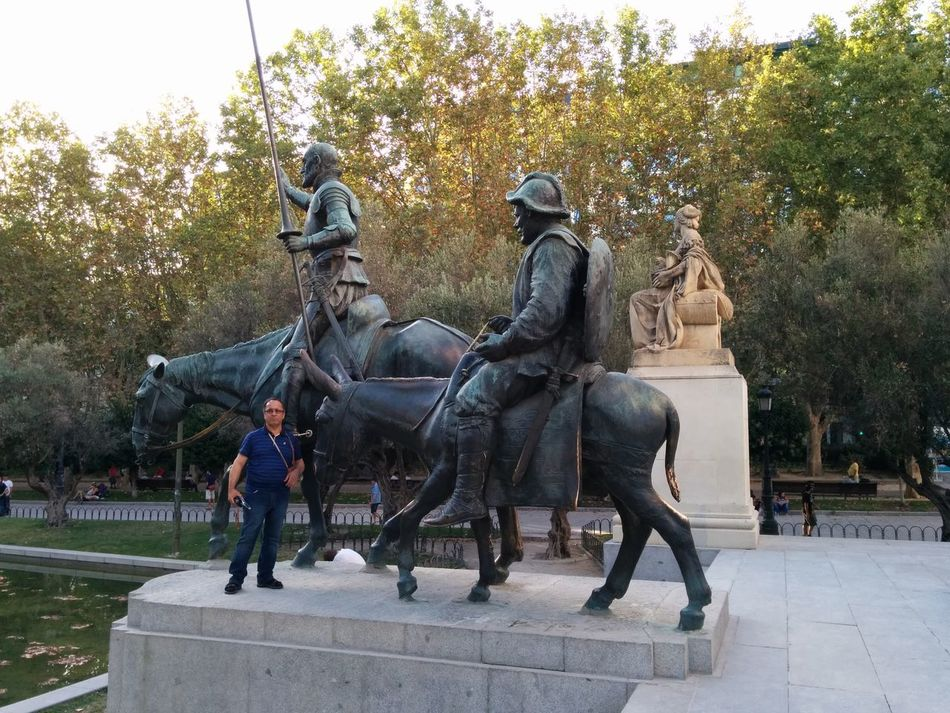 Don Quijote y Sancho Panza. They belong into the Lebanese Parliament.