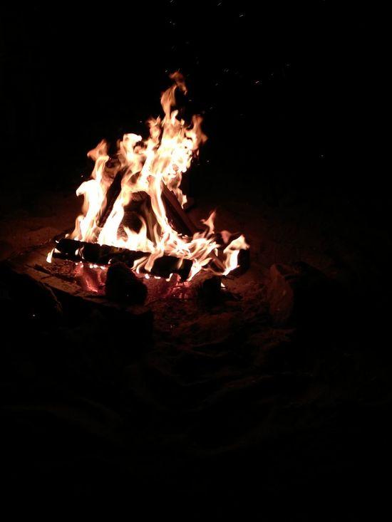 Ateşin Kızgın Hâli... Flame Burning Heat - Temperature Bonfire Glowing Night Fire - Natural Phenomenon Illuminated Campfire Outdoors Firewood Luminosity Ateş 🔥 Kumsal Deniz Dunya