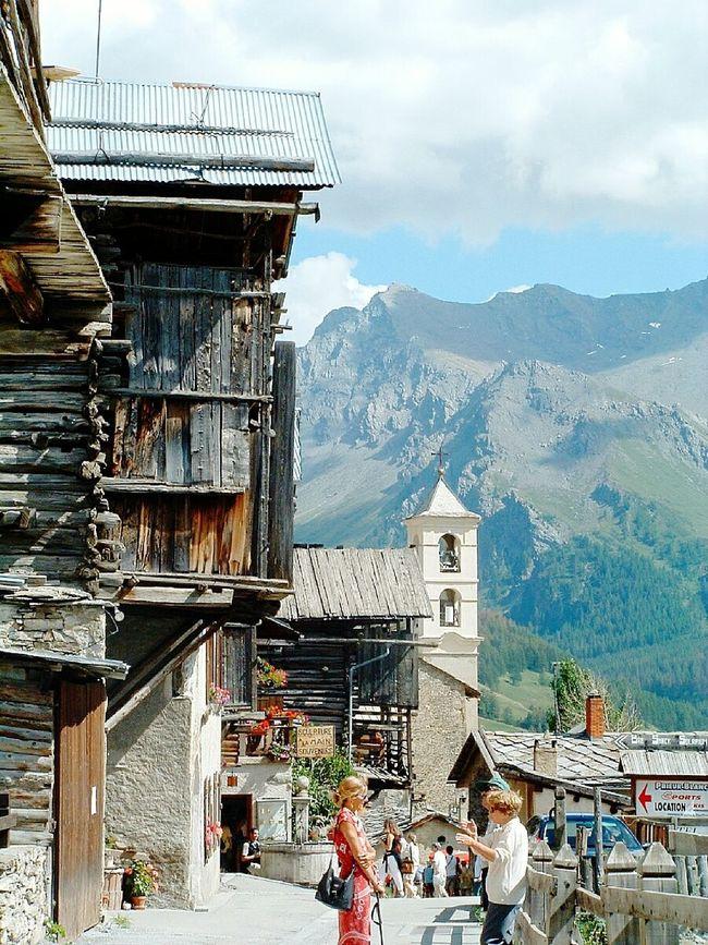 St Veran le plus haut village de France dans les Alpes Saint Véran (05) AlpesFrancaises Village View Nature Photography Montains    Chalets