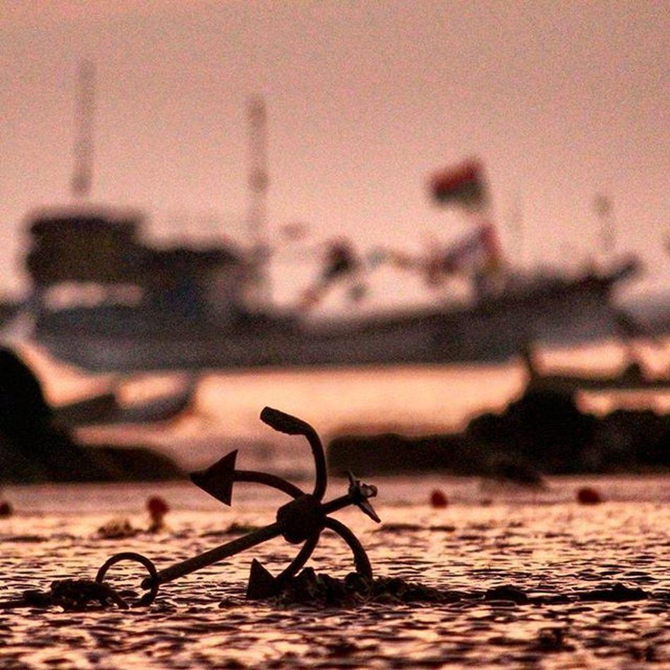 Anchor Boat Shadow Sunsettime Color Sea Mumbaicity Mumbai Mumbaikar Canon1200d Canon_photos Canonindia Canon Gorai