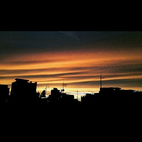 자연 Cloud Clouds 자연현상 Korean 헬요일 감성 감성그램 인생 일상 데일리 Daily Dailyphoto Photo Photooftheday 인스타그램 선팔 맞팔 소통 Earth 노을 풍경 사진 취미 . . . 저녁즈음 노을이 지는것처럼 너는 내게 찰나처럼 짧다. . . mc