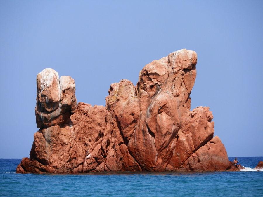 Una bellissima spiaggia bianca, finissima, un'acqua cristallina, di un azzurro intenso e invitante. E quegli scogli rossi in fondo al promomtorio, un bellissimo affioramento di porfido rosso. Là scopri la foce di un corso d'acqua dolce, quella sabbia si carica perciò di un significato e altri affiorameni di rocce grigie. Una bellissima geologia rivela che questo posto è un tesoro. Beauty In Nature Blue Clear Sky Idyllic Italia Italy Nature Rock Rock - Object Rock Formation Sardegna Sardinia Sea Tranquil Scene Water Sentinel Colour Of Life Landscape Geology Cliff Tourism Summer Seascape