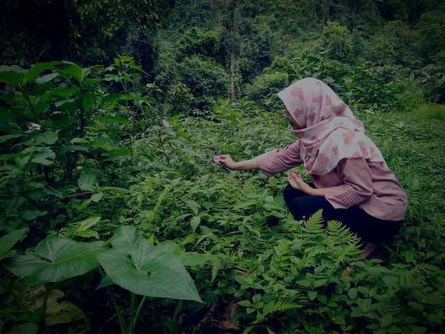 Outdoors Real People Green Color Nature Grass One Person Hijabfashion Hijabers Hijabers_indonesia Hijabtraveller Hijabbeauty Nature Photography