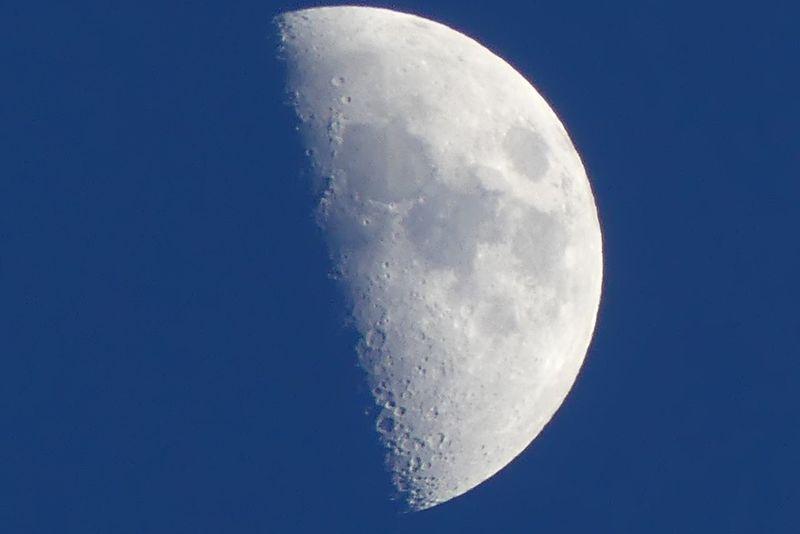 Moon Premier Quartier Lune CIELFIE Skyfie Astronomy Astronomie