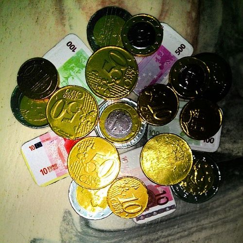 Wonder if these chocolate coins accepted. In any case, in my mouth :) Chocolatecoins Chocolate Lidl Money Instagood Photooftheday Followme Beautiful Happy Picoftheday Instadaily Fun Food Bestoftheday All_shots My Life Nice Colorful Loveit Good Home Instapic Igdaily Sweet Picstitch Yummy
