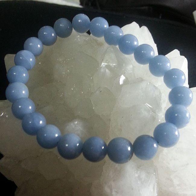 """天使石 8mm(實物比相更漂亮,柔和的藍色,色澤均勻) 天使石是天青石受到地層變動擠壓而成的礦石 天使石的名稱源於希臘字""""Angelos"""", 意思為傳訊使者, 是帶有上天智慧和具有明確訊息的礦石, 可以和天界溝通,連結天使界的能量 有著優雅純淨的藍色, 天使石的能量非常的柔和穩定, 帶領人們跨越因難,消除自責,後悔的負責情緒 在逆境中提升積極思想和洞察事物的覺察力 , 增加直覺力 同時也是會帶來好運的幸運石喔 天使石也是喉輪和第三眼的寶石, 會給戴帶的人提升溝通能力... $320"""