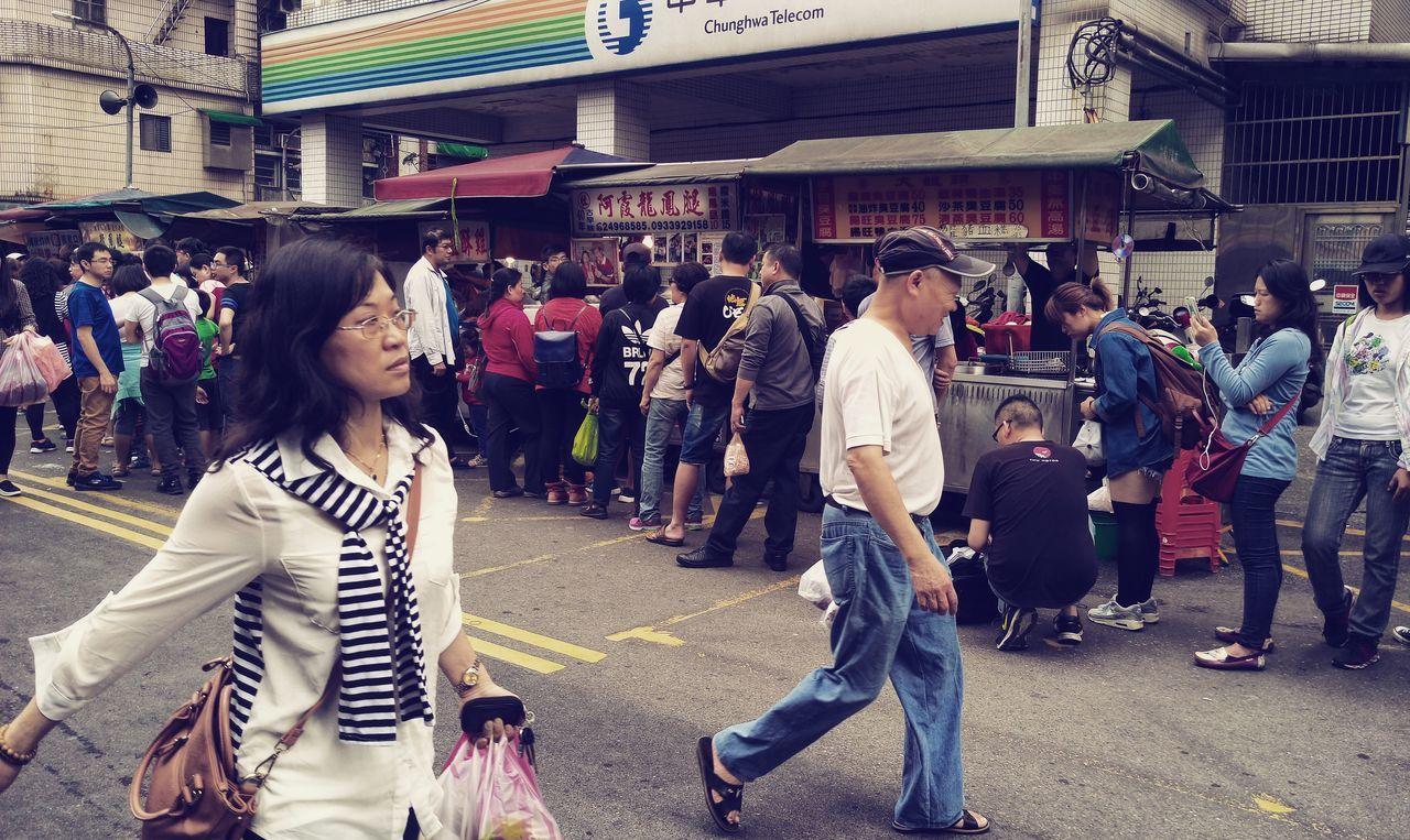 這裡龍鳳腿都很多人在排隊,真的那麼好吃嗎? People Of EyeEm People Photography On The Road Streetphotography Old Street 中華電信 龍鳳腿 Taipei Taiwan