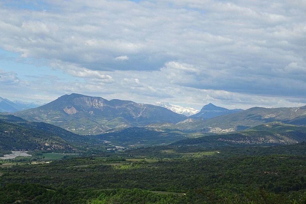 Mountain Mountain Range Scenics Tranquility Beauty In Nature Outdoors Cloud - Sky Sky Tree Paysage De France Alpes-de-Haute-Provence Montagnes 🌲🍃 Nature Nuages Beauty In Nature Neige ❄ Snow Day Nuages Et Ciel
