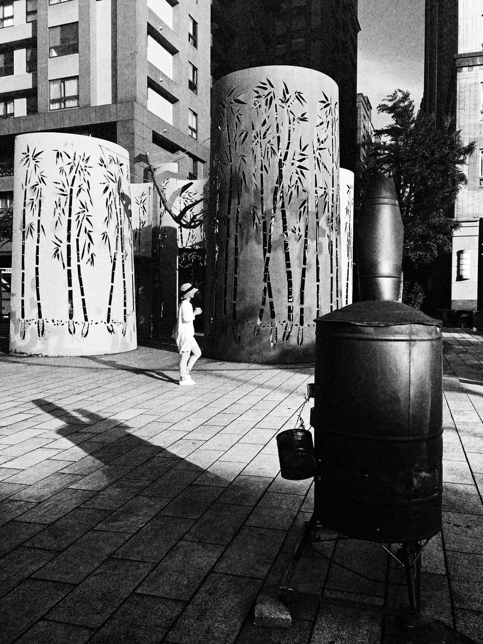 Shadow。 EyeEm Gallery EyeEm Best Shots - Black + White 2016 EyeEm Awards Everything In Its Place How Do We Build The World? TOWNSCAPE EyeEmBestPics The Tourist Taking Photos Shadow People Lifestyle Photography Enjoying Life Tree Sculpture Path Sanxia