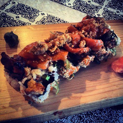 BEAUTIFUL ROLL. SHOUTING. Sushi