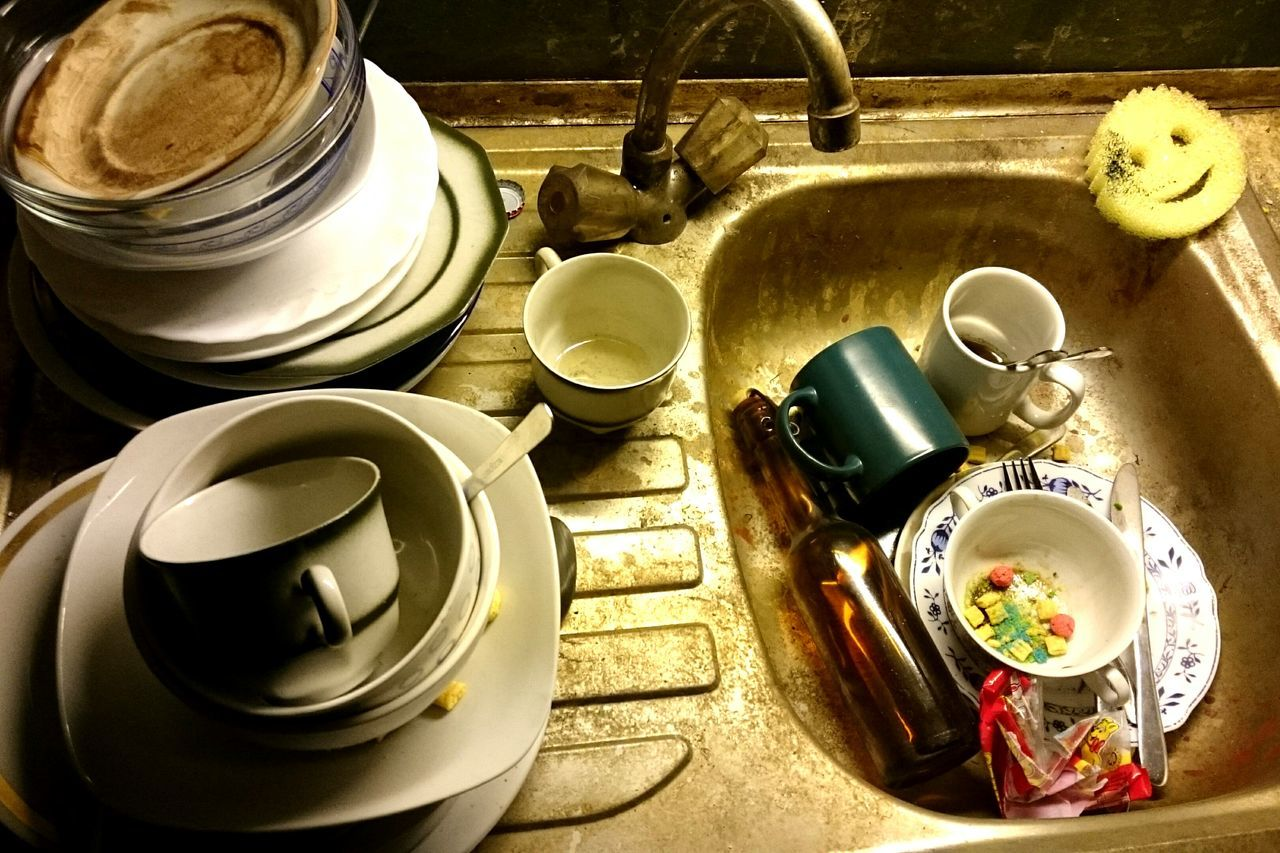 Sink Mess Abwasch Chaos Dirty Dishes High Angle View Indoors  Plate No People Day Close-up Kitchen