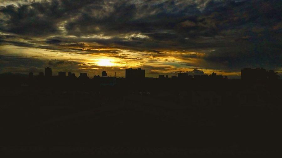 Another show successfully registrered. Mais um espetáculo registrado com sucesso. Sunset Dusk Dusk In The City Urban Skyline Sky Night
