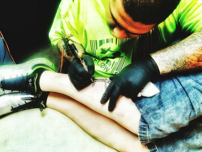 Tattoo Life Person Indoors  Holding Sitting Tattooartist  Tattoo Tattooed Tattooing Tattoo ❤ Mobile Photography Tattoolife Tattoolifestyle