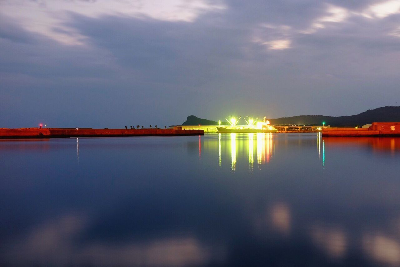 Second Night Nightphotography Light Water Reflections Seascape Sea Sea And Sky Reflection Slow Shutter ISO Surface Beauty In Nature Eyemphotography EyeEm Nature Lover Harbor Cloud - Sky