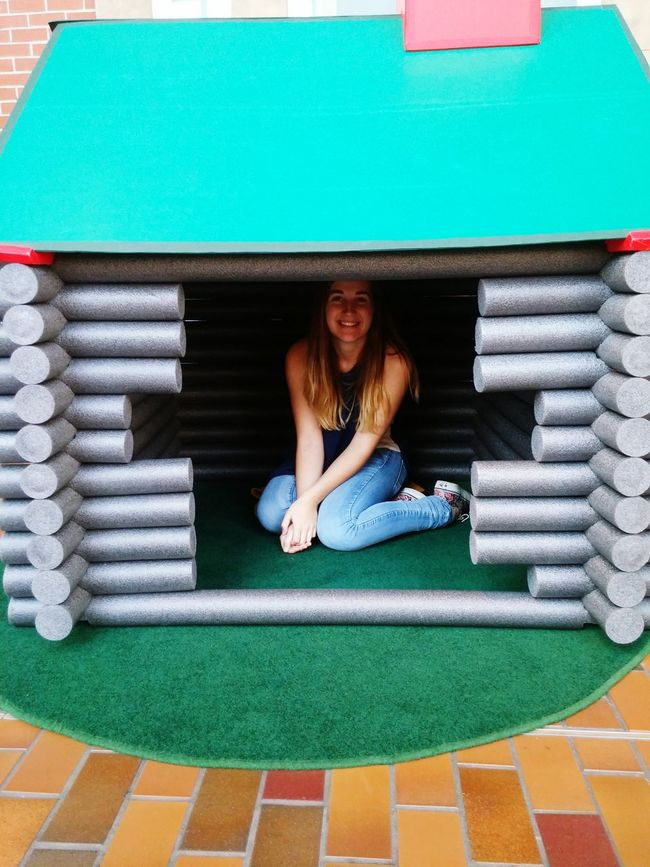 Build your very own Styrofoam log cabin Night At The Museum Hanging Out
