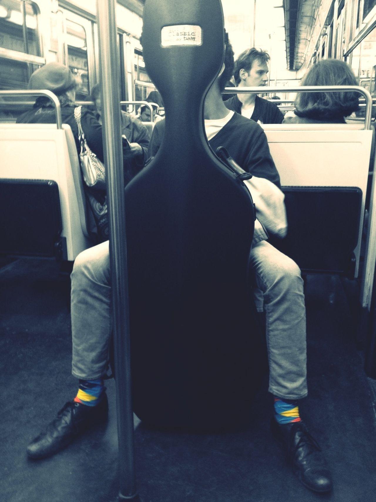 Vu !!! C'est dommage, il était pourtant bien caché... Subway Subway Metro Paris Cache-cache