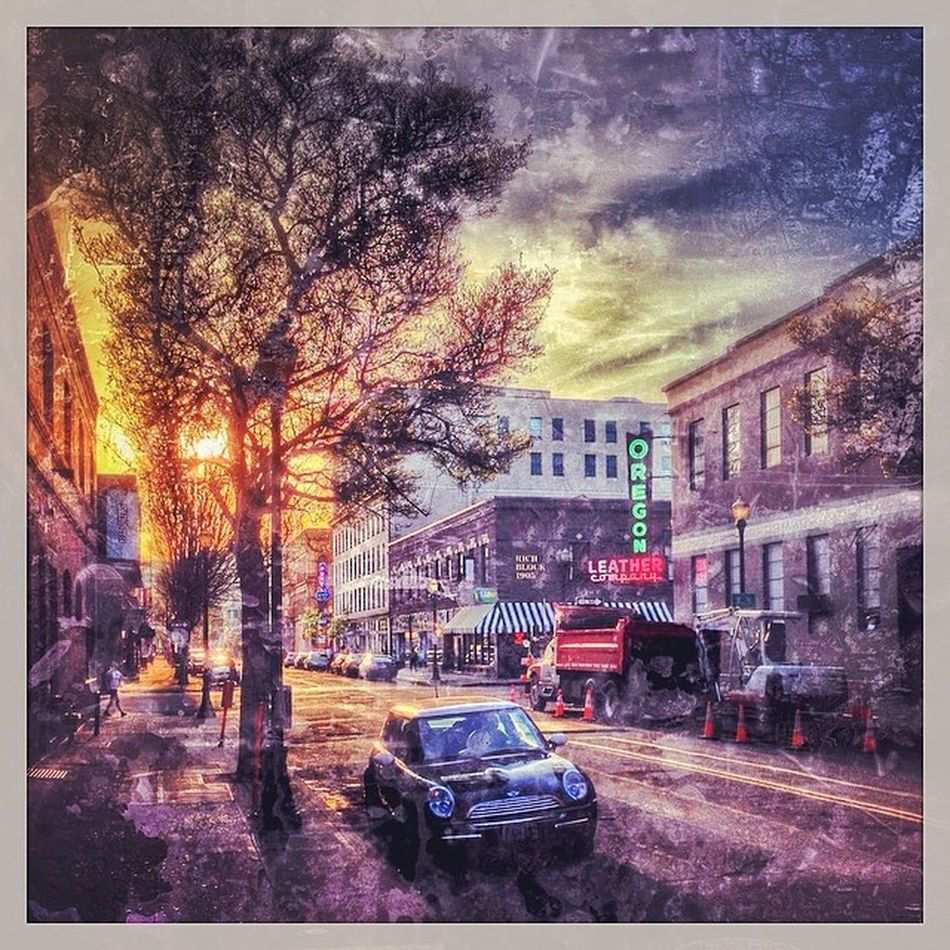 Oldtown Sunset... Pdx Pdxlove Pdxlove PNW Oldtown Upperleftusa Portlandia PortlandOregon Graphicdesign Floydscoffee