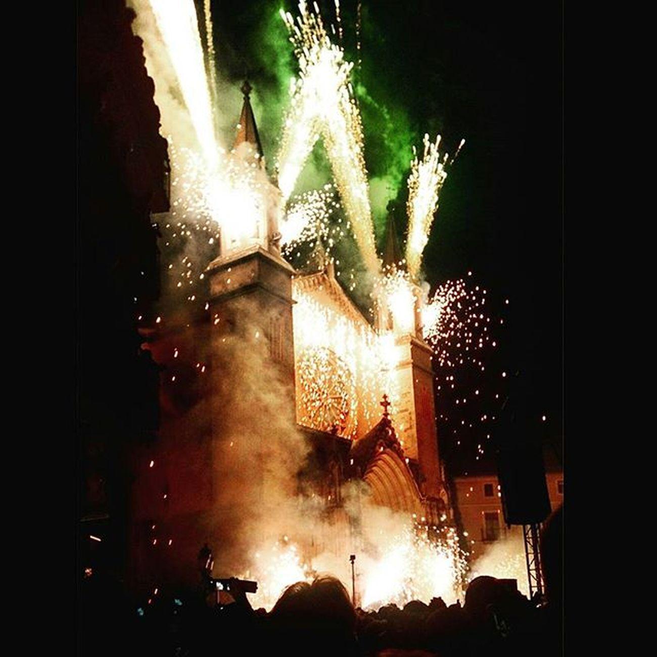 Ja crema...👹😲 Vilafrancadelpenedes Balldefoc Burn Vineaferhistòria Fmvilafranca2015 Espectacular Lamestipica Valarmorghulis