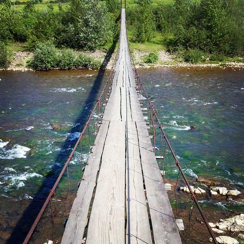 закарпаття підвісний міст через ріку Ріка))
