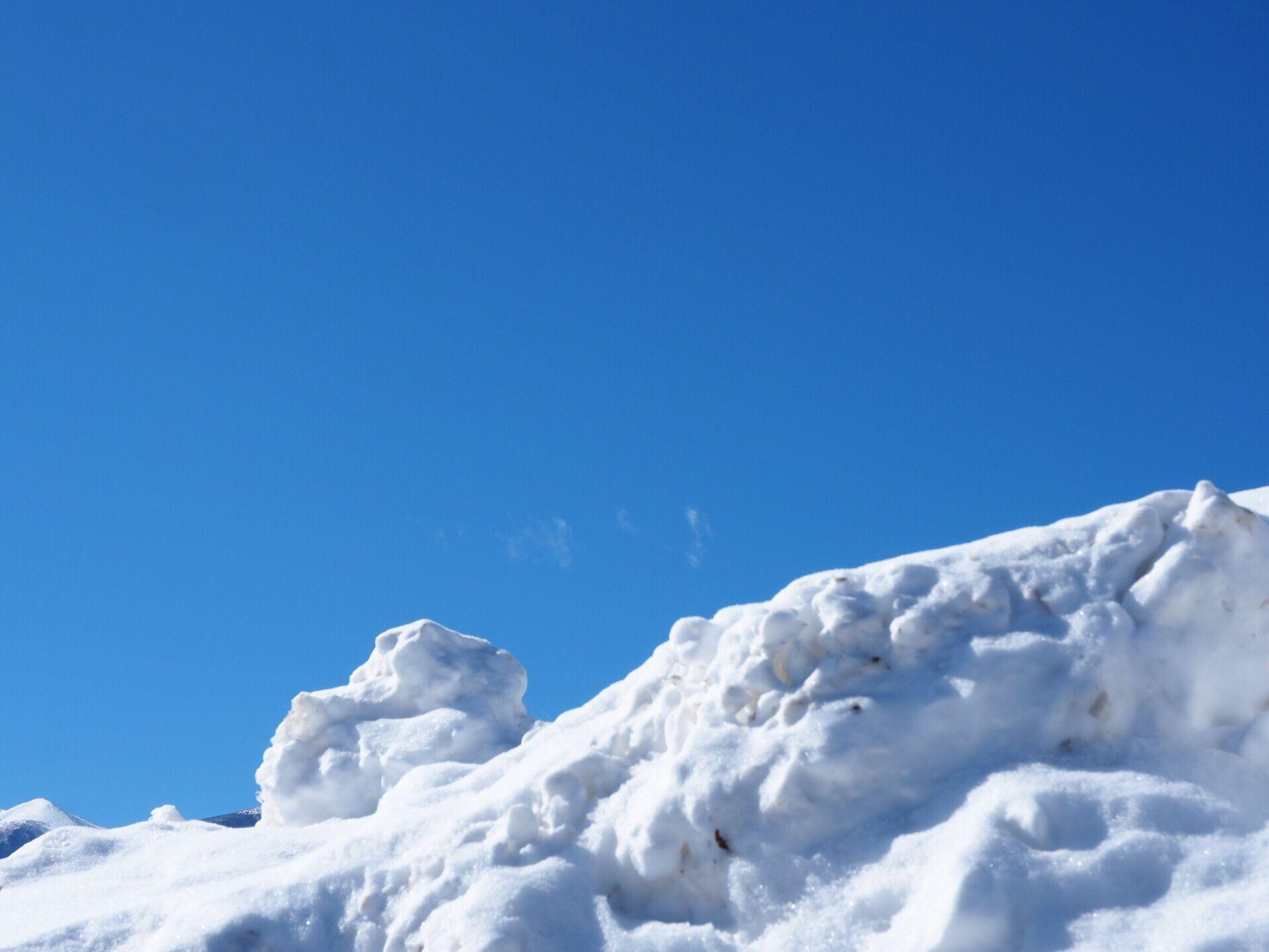 青空に雪…青と白 久しぶりの投稿です… 青と白 空 Snow Blue Nature Winter White Color Low Angle View Sky My Sky EyeEm Nature Lover Nagano, Japan 信州 Nature 冬の光景