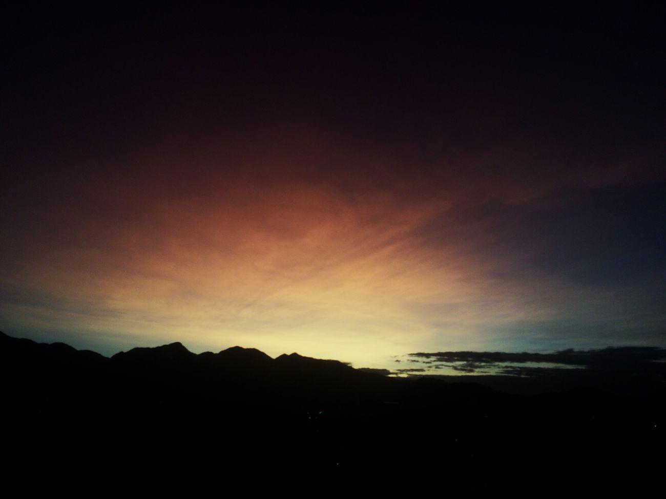 'E não ando sozinho, não estou sozinho pois sei: Deus cuida de mim...' \o/ #ThanksGOD #daVaranda #ARodaGira #Simbora Sky Sunset Brasil Riodejaneiro Brazil