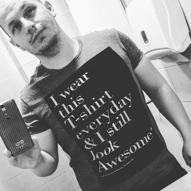 I am awesome!!! ✌ 👆👑👕😂😂😂😂 Lifeiseasierwhenyouareawesome Dailytshirt Iamawesome Awesome Tshirt Reserved Fashion Quote Selfi Blackandwhite Man Pózoljwcben Azanyámhétszentségitdeszépvagyok