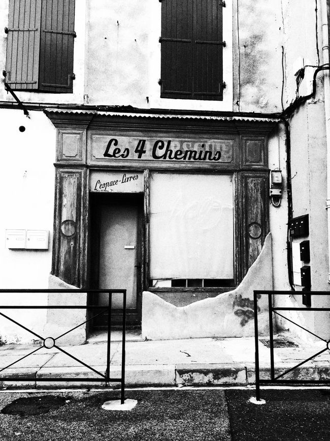 Les 4 chemins Less Is More Bnw_friday_eyeemchallenge Abandoned Places Streetphoto_bw Streetphotography