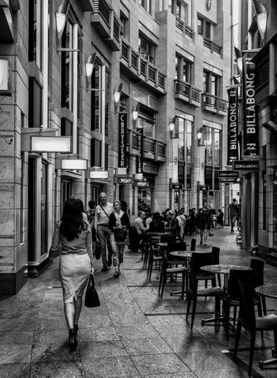 Curva Australia Sydney FujiX100T Architecture Streetphotography Streetphoto_bw Fashion Street Fashion Blackandwhite People